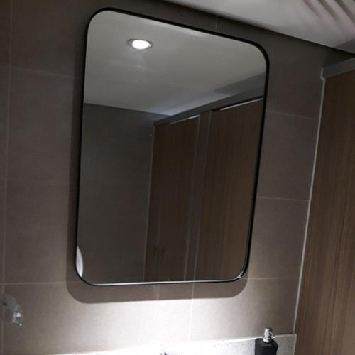 Gương phòng tắm khung viền màu đen nghệ thuật MIKEN MKG-NT0022B