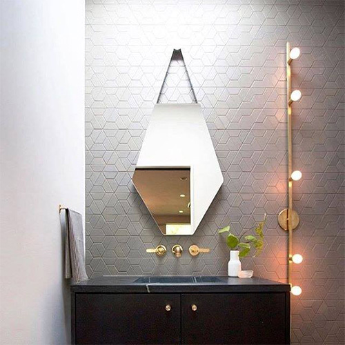 Gương phòng tắm dây da treo tường MIKEN MKG-PT008